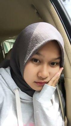 Selfie insprtn Tmblr Girl, Video Hijab, Hijab Drawing, Local Girls, Selfie Poses, Hijab Chic, Couple Aesthetic, Malu, Hijab Outfit