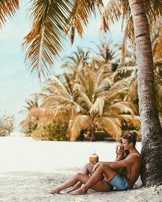Lisa olsson maldives poses on the beach, couple on the beach, summer poses beach Couple Beach Pictures, Vacation Pictures, Couple On The Beach, Honeymoon Pictures, Travel Pictures, Couple Fotos, Fotos Strand, Coconuts Beach, Shooting Photo