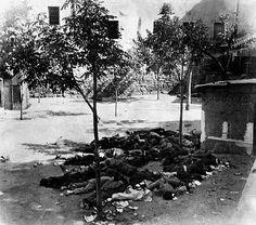 Cuerpos de milicianos yacen en el centro de Toledo, octubre de 1936