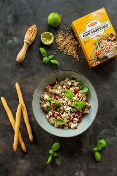 Tämä salaatti on mainio tarjottava milloin tahansa. Ruokaisa salaatti on valmistettu vähistä raaka-aineista ja se maistuu ihastuttavalta tuoreen leivän kanssa tai ihan sellaisenaan. Kokeile! Couscous, Feta, Tacos, Mexican, Ethnic Recipes, Mexicans