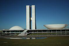 Praça dos Três Poderes: | 17 lugares fantásticos no Brasil que você precisa ver antes de morrer