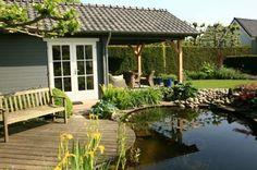 Tuinhuis bij vijver