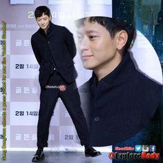 Gang Dong-won attends a press junket for new film 'Golden Slumber' FOLLOW US @ExploreBody #ExploreBody #Hallyu #Korea #Drama #KDrama #Kpop #UFC220 #Bellator192 #TellMe5thWin #TroyeOnSNL https://t.co/a8HoX7dO0p