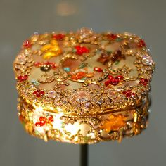 One of Frederick the Great's many, many, many bejewelled snuffboxes in the collections of the Victoria and Albert museum. Frederick was devoted to Rococo style, remaining loyal to it long after the trend-setters of Paris and London had moved on to neo-classicism.