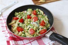 Weinig tijd of zin om in de keuken te staan? Maak dan dit pastagerecht met spekjes, broccoli en prei. Super lekker en simpel! Eet smakelijk.