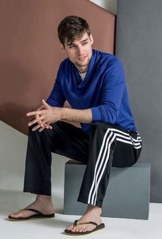 I love male feet Really Hot Guys, Cute Guys, Mode Masculine, Bare Men, Barefoot Men, Mens Flip Flops, Male Feet, Good Looking Men, Hot Boys