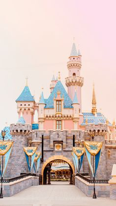 My favorite part of going to any Disney park is the wonderful colors! These dreamy Disneyland wallpapers caputre a pastel magic for your mobile phone.