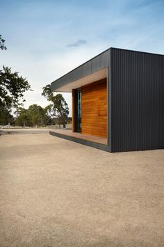 Prefab Staff Accommodation in Malmsbury - Modscape by Modscape (via Lunchbox Architect) Prefab Buildings, Prefabricated Houses, Prefab Homes, Modular Homes, House Cladding, Facade House, Metal Cladding, Unique Buildings, Timber House