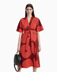 The kimono-style Kiehtova wrap dress is made of cotton in the Kivet (stones) pattern. The dress has side seam pockets and a detachable topstitched belt. There are narrow bands on the inside of the dress that are used to fasten the dress at the waistline. Marimekko Dress, Dark Red Dresses, Online Dress Shopping, Long Toes, Coat Dress, Dress Red, Bold Prints, Kimono Fashion, Body Shapes