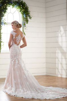 In love with this back! Dress is by @essensedesigns / Style D2205