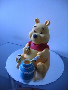 Winnie The Pooh Winnie The Pooh Cake, Winnie The Pooh Birthday, Winnie The Pooh Friends, Disney Winnie The Pooh, Mini Cakes, Cupcake Cakes, Cupcakes, Baby First Birthday Cake, Disney Cakes