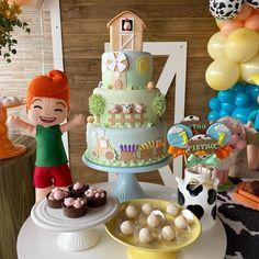"""Decoração de festas infantis on Instagram: """"Quando vou elaborar um tema novo, sempre fico sonhando com o bolo, afinal ele é o astro de toda mesa de aniversário. E a @atelielacoazul…"""""""