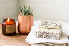 50+ DIY Homemade Soaps that Smell Amazing Baby Dekor, Fizzy Bath Bombs, Soap Tutorial, Oatmeal Soap, Earl Grey Tea, Homemade Soap Recipes, Diy Spa, Home Made Soap, Handmade Soaps