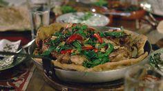 Palestinian Sumac Chicken with Sautéed Onions on Flatbread - Ainsley Harriott Street Food Easy Chicken Dinner Recipes, Delicious Dinner Recipes, Easy Meals, Simple Meals, Cheap Meals, Onion Recipes, Fish Recipes, Savoury Recipes, Chef Recipes