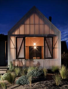 i am OBSESSED with this! isn't that cool how the house glows  jackson clements burrows architects: seaview house
