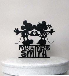 Custom Wedding Cake Topper – Mickey and Minnie silhouette Wedding with Mr & Mrs name Custom + Wedding + Cake + Topper ++ Mickey + et + Minni + de + Plasticsmith Toppe De Mariage De DisneyToppe gâteau de mariage familialMr & Mrs Wedding Cake Toppe Disney Wedding Cake Toppers, Personalized Wedding Cake Toppers, Wedding Cakes, Wedding Disney, Minnie Cake, Minnie Mouse, Mr Mrs, Silhouette Wedding Cake, Silhouette Cameo