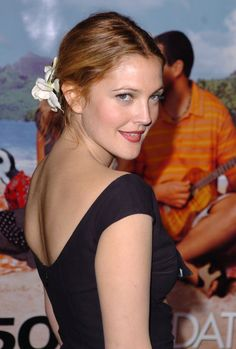 Pin for Later: Here's Proof That Drew Barrymore Is a True Beauty Junkie February 2004 Drew Barrymore Style, Drew Barrymore 90s, Grunge Hair, Favorite Person, Celebrity Photos, Celebrity News, Celebrity Style, American Actress, Role Models