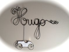 Names in wire. Wire Crafts, Metal Crafts, Jewelry Crafts, Diy And Crafts, Wire Letters, Copper Wire Art, Toilet Paper Crafts, Craft Stalls, Quilling 3d
