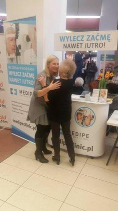 Dj Wika, najstarsza DJ-ka w Polsce, to prawdziwy wulkan pozytywnej energii! Odwiedziła nasze stoisko podczas Wrocławskich Dni Seniora. Duża dawka miłych słów i serdeczności. Wspaniała kobieta!