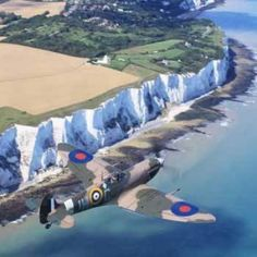 The White Cliffs of Dover: Spitfire flyover. Beautiful shot considering the history of this special plane and the men who flew her:) - Love Cars & Motorcycles Ww2 Aircraft, Fighter Aircraft, Military Aircraft, Fighter Jets, Aircraft Photos, Aircraft Carrier, Image Avion, White Cliffs Of Dover, Supermarine Spitfire