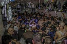بالصور..انتهاكات مروعة بحق مئات الأسرى المشتبه فيهم داخل مركز اعتقال بالموصل