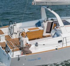 Beneteau Oceanis 38: The huge cockpit and dual helms are the same on all versions. The mainsheet arch and fold-down transom are standard except on the Daysailer, where they are optional, and the cockpit center table is an option on all three.
