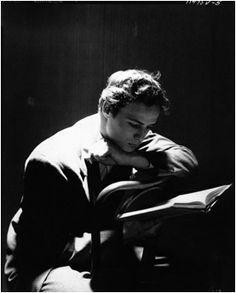 Cecil Beaton, Marlon Brando, 1946 #biblioteques_UVEG