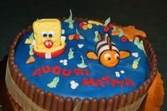 Torta paradiso, farcitura (due strati) con crema pasticcera al cioccolato, decorazioni con pasta di zucchero e biscotti al cioccolato
