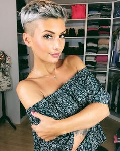 I wish you a great start to the weekend What are you doing tonight? We have a Netflix evening Short Shaved Hairstyles, Undercut Hairstyles, Pixie Haircut, Hairstyles Haircuts, Funky Short Hair, Short Grey Hair, Short Hair Cuts, Short Hair Styles, Hair Dos
