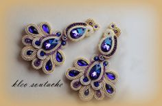 Beautiful with silver metallic braid. Clay Jewelry, Jewelry Crafts, Handmade Jewelry, Handmade Necklaces, Beading Patterns Free, Beaded Jewelry Patterns, Soutache Necklace, Beaded Earrings, Soutache Tutorial