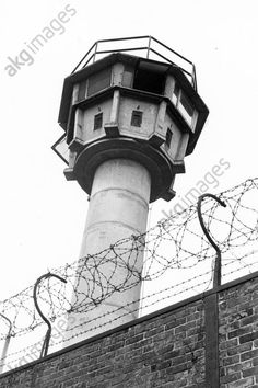 akg-images -Berlin Wall / Watchtower / Photo / 1981Berlin, Berlin Wall / Sector border.  East German watchtower along the Berlin Wall.  Photo, 1981 (Walter Grunwald).