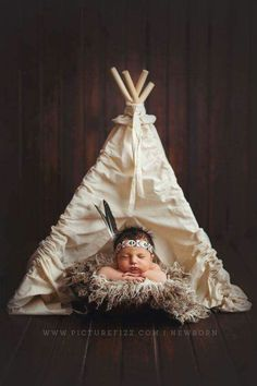 Inspiration For New Born Baby Photography : native american newborn setup teepee naissance part naissance bebe faire part felicitation baby boy clothes girl tips Foto Newborn, Newborn Posing, Newborn Shoot, Newborn Photography Props, Children Photography, Teepee Photography, Photography Magazine, Family Photography, Newborn Twins