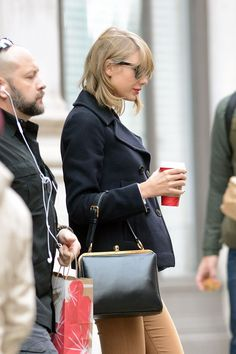 taylor-swift-leaves-her-apartment-in-new-york-0512_4.jpg (1200×1800)