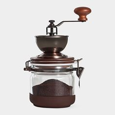 Coffee Grinder You are going to buy this? Coffee Grinder 15 Brilliant Coffee Gadgets You'll Wish You Knew About Sooner Canning Jar Coffee Grinder Coffee Brewer, Coffee Cafe, Coffee Drinks, Coffee Shop, Drip Coffee, Manual Coffee Grinder, Gadgets, Mocca, Great Coffee