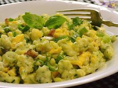 Zucchini gnocchi with eggs on bacon - Zucchini gnocchi with eggs on bacon - Bacon Zucchini, A Food, Food And Drink, Guacamole, Potato Salad, Healthy Eating, Low Carb, Pumpkin, Vegetarian