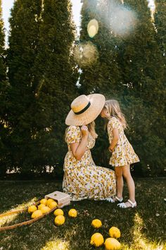 Summer Family Photos, Picnic Outfits, Mommy And Me Outfits, Club Outfits, Blonde Model, Graduation Pictures, Mom Daughter, Mom And Baby, Dresses With Sleeves