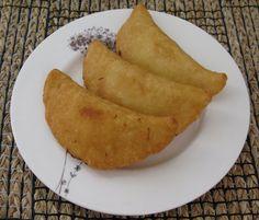 Empanadas Venezolanas. Hechas de harina de maiz y se rellenan con casi cualquier contorno. Deliciosas!