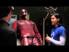 The Flash 1 x 1 Barry gets the suit - YouTube