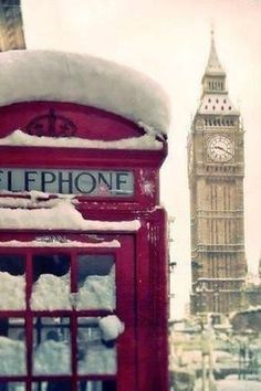 wish I was there to experience the snow in London :-(  Her halin güzel