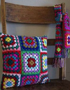 Transcendent Crochet a Solid Granny Square Ideas. Inconceivable Crochet a Solid Granny Square Ideas. Crochet Vintage, Crochet Diy, Crochet Home, Love Crochet, Crochet Crafts, Crochet Projects, Knitting Projects, Crochet Cushion Cover, Crochet Pillow Pattern