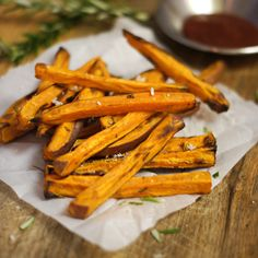 looks like the best (healthiest) sweet potato fry recipe to date, and who knew soaking them would make them crisp