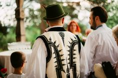 Iulia-Andrei-traditional romanian wedding_land of white deer (12)