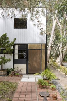 """The south elevation of the studio. Note the variety of materials used; Ray and Charles used a mix of panels made from plaster, plywood, asbestos, glass, and fiberglass-like """"pylon."""" #eames #eameshouse #midcenturymodern #getty #designnews #modernarchitecture #moderndesign"""