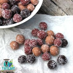 Berrylicious Bliss Balls - The Road to Loving My Thermo Mixer Lunch Box Recipes, Snack Recipes, Lunchbox Ideas, Healthy Recipes, Healthy Snacks, Vegetarian Recipes, Blueberry Breakfast, Breakfast Bars, Bliss Balls