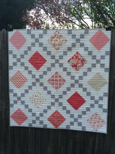 Make Single, Double & Triple Irish Chain Quilts with Craftsy - love the wavy quilting design
