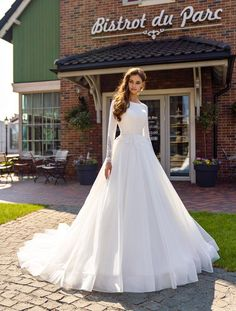 Vintage Style Wedding Dresses, Buy Wedding Dress, Classic Wedding Dress, Wedding Dress Sleeves, Long Wedding Dresses, Long Sleeve Wedding, Bridal Dresses, Lace Wedding, Parisian Wedding Dress