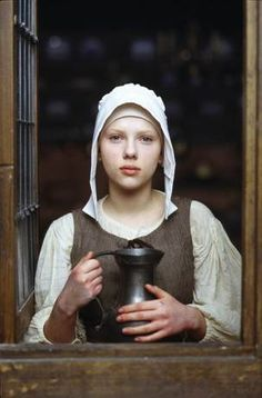 A gallery of 61 Girl with a Pearl Earring publicity stills and other photos. Featuring Scarlett Johansson, Colin Firth, Essie Davis, Tom Wilkinson and others. Colin Firth, Scarlett Johansson, Love Movie, I Movie, Movie Stars, Movie Scene, Johannes Vermeer, Movies And Series, Movies And Tv Shows