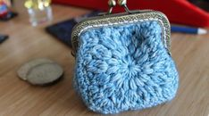 Sunburst granny square Coin Purse. Patterna and original design. This is a very easy and simple crochet purse that is a lot of fun to make. Make it in any yarn and hook you like, hope you enjoy this free pattern.