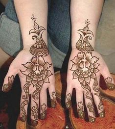 simple charming women mehndi