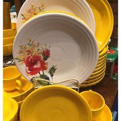 """#daffodil #floralboquet #prydeskitchen #prydesfiestafans #hlc #fiesta #fiestaware Oh so lovely Love them both! "" | Pryde's Old Westport (@prydesfiestafans) on Instagram"